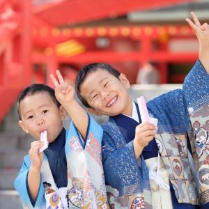 大阪 成田山不動尊での七五三まいり。元気な兄弟の写真撮影。