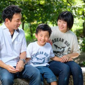 【家族写真】公園で遊びながらのロケーション撮影。