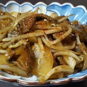 豚レバーとタマネギなどの味噌だれ炒め