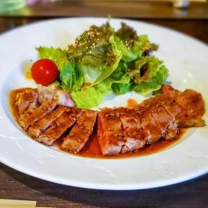 サーロインステーキをおしゃれな鉄板焼専門店でランチする「鉄板小町」