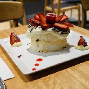 【メルボルンチョコレート】Chokolait(チョコレイト)でパヴロヴァを!