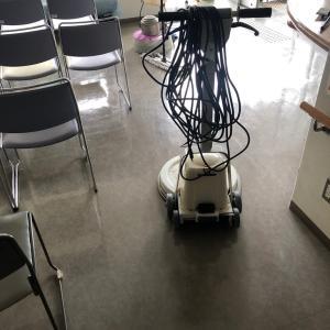 診療所の床清掃