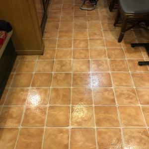中華屋の床清掃