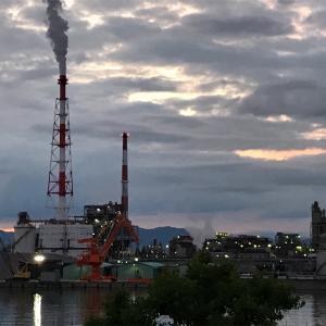 夕陽に映える[ダイセル網干工場]   エコパークあぼしは工場夜景のビュースポット!