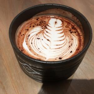 美濃焼の器で頂くカリフォルニアラテ!高山にストリーマーコーヒー現る!