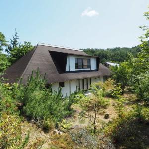 【売買】460万円 滋賀県湖南市 自然豊かなサイドタウンの一番端 広い庭・8部屋・5Sの2階建定住別荘