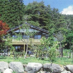 【売買】2,000万円 長野県上伊那郡飯島町 山の木立に囲まれた広い敷地の2階建別荘 日当たり良好