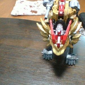 金色の武装獅子王!ライジングライガーをレビュー!