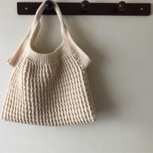 ニットバッグを編みました☆丸い形のグラニーバッグを編むつもりでした、、