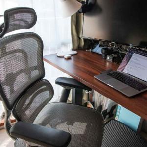 「エルゴヒューマンプロ」に8年近く座ってきた感想。腰のホールド感が素晴らしく、デスクワーカーに使ってほしい椅子