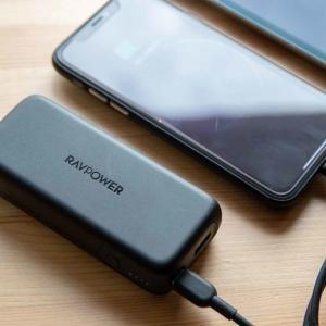 スマホを急速充電(USB PD対応)できてコンパクト。RAVPower製モバイルバッテリー「RP-PB186」がニーズ満たしまくり