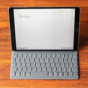 iPad Pro/Air 10.5インチ用の「スマートキーボード」。装着時の重さ、打鍵感などを詳細レビュー