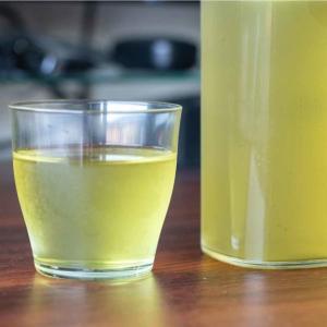 水出しで冷えたお茶を飲もう。無印良品の冷水筒で緑茶をつくってみた