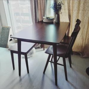 食卓テーブルやってきました