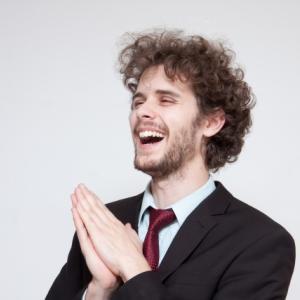 いつも笑っている同僚にその理由を聞いたら涙が出た件