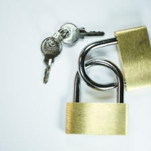 派遣社員が住む寮の鍵は危険がたくさん!安心は○○で手に入れる!!