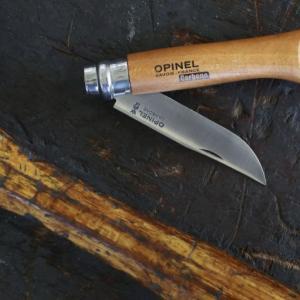 オピネルナイフの刃が開かないときの対処法。分解する前に「サヴォワ打ち」を試してみて!