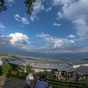【ゆるキャン△】ほったらかし温泉は景色抜群の露天風呂。富士山を眺めながらぬるめのお湯で長風呂はどうでしょう?