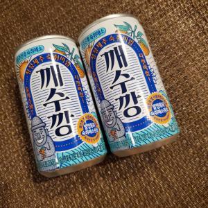 まさかの色\(◎o◎)/!韓国広場で大売出し中のチェジュ島ドリンクの正体は・・( *´艸`)。