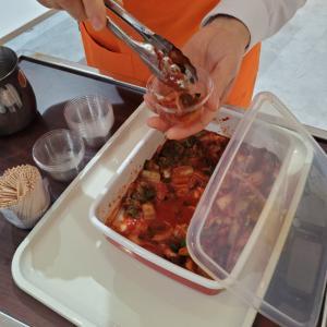 洋食にも合う、海の香りが豊かなキムチ(≧▽≦)!新大久保で試食買いしたキムチが絶品~♪