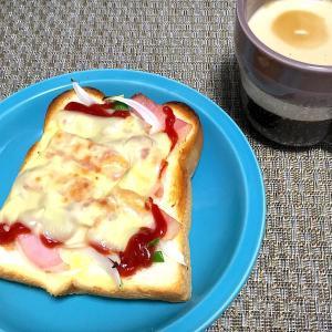 朝ごはん♪ピザパン