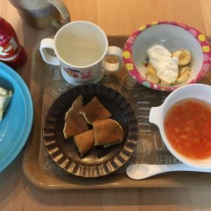 今日の朝ごはん☆ほうれん草ホットケーキ 平日だけどお休みの日♪