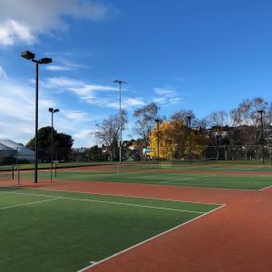 ニュージーランドでテニス!?テニスコート激安!?まさか留学中にテニスが出来るなんて思ってもいませんでした(´∀`)
