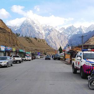 パキスタンから中国への国境越えの予定がまさかのスストで3連泊!