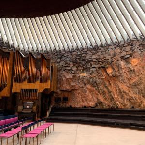 ヘルシンキの街ブラ!テンペリアウキオ教会は珍しい岩造り。