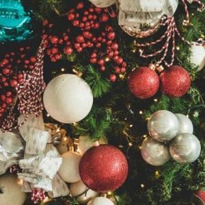 クリスマスツリーを出す前に見て欲しい!ツリーをおしゃれに飾る3つのコツ【小さくても応用可】