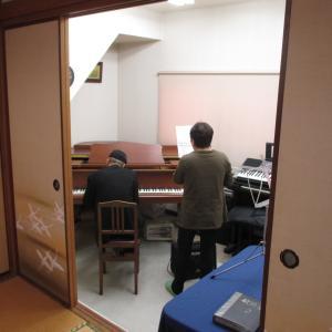 ピアノでカラオケ
