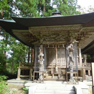 「羽黒山(三神合祭殿)境内」GoToで来ていた静岡の夫婦。