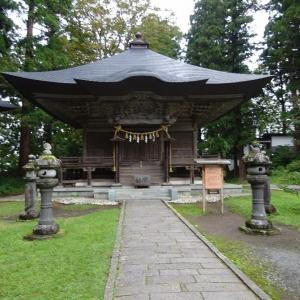 「羽黒山(三神合祭殿)境内」蜂子皇子のお墓です。(^_^)/