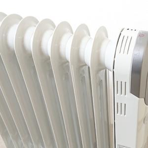 寒い時期には最適!子どもにも安心のオイルヒーター。