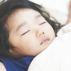 梅雨になり、子どもの睡眠中の熱中症対策はできていますか?