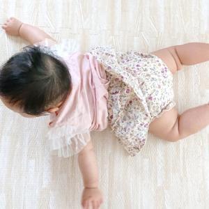 赤ちゃんが泳ぐ!?飛ぶ!?仕草は今だけ。逃したくない瞬間!