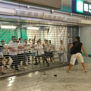 香港のデモ参加者を襲撃した白シャツ集団、その意図は?