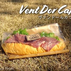 Picnic with bakery sandwich / Vent Dor Cafe @YURAKUCHO