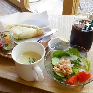 A cafe to enjoy a Japanese house / Cafe Hidamari @SENGOKU