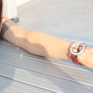 左右どっちでもいい腕時計は仕事やプライベートでつけ替える