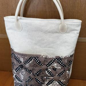 カテドラル風アップリケのバッグ