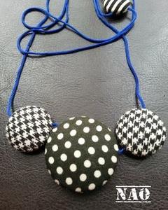 プラ釦のネックレス