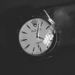 アパレル業界で人気の時計はロレックスとG-SHOCKである。