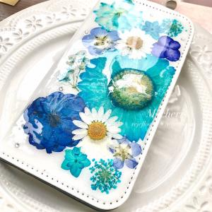 引き込まれるブルーが美しい♡華やかな押し花スマホケース【生徒様作品】
