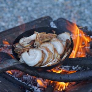 キャンプで作りたい焚き火料理4選!