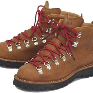 寒い冬のキャンプに最適!寒くても快適に過ごせるおすすめのメンズキャンプ靴はこれだ!