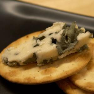 ロックフォールチーズの美味しい食べ方と保存方法~相性のいいワインは?