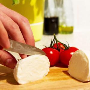 モッツァレラチーズは冷凍保存は可能?正しい保存方法と手作りのススメ