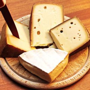 チーズの切り方~美しく美味しく切るポイントと簡単裏ワザで見栄えよくする方法