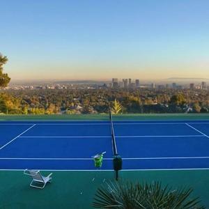 テニスに月いくら使ってますか?